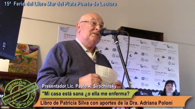 El Licenciado Pablo Sirochinsky, en un momento de la presentación en la Feria del Libro Mar del Plata Puerto de Lectura